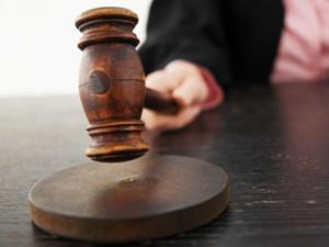 Из-за отсутствия одного из адвокатов подсудимого заседание перенесли