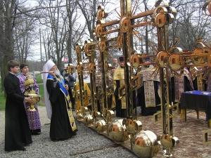 Митрополит освятил кресты Свято-Георгиевского храма