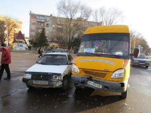 ДТП на «кольце»: маршрутка столкнулась с «Таврией»