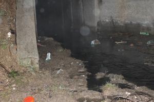 """Сброс отходов с территории бывшего """"Эталона"""" осуществляется ночью"""