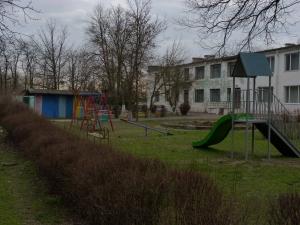 """Детский сад """"Аист"""" в Измаиле получил в подарок новую игровую площадку"""