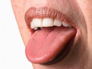Почему болит язык?