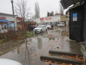 Торговый центр на Клушина тонет после дождей