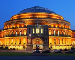 Главная сцена Лондона закрыта для российских исполнителей