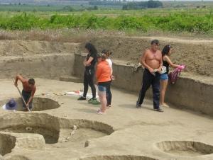 Студенты ИГГУ приняли участие в археологической экспедиции в городище Картал