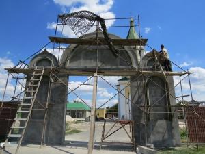 Новые ворота возводятся для Свято-Николаевского храма в Крепости