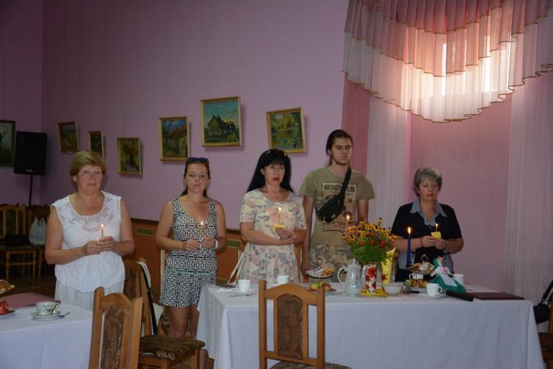 В память о депортированных украинских немцах горели свечи…