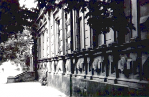 Здание штаба легендарной авиаэскадрильи