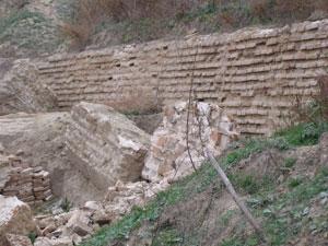 Остатки крепостной стены пойдут  на сараи и гальюны в Матроске
