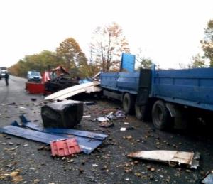 На трассе Одесса-Рени столкнулись два грузовика: водители обоих погибли
