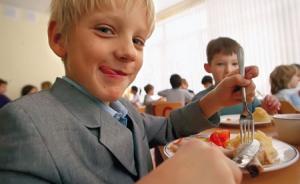 Младших школьников района будут кормить всех