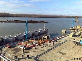 В Измаил по Дунаю начал поступать венгерский бензин