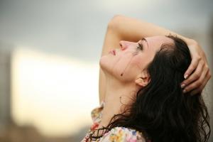 Беспричинные слёзы - один из признаков депрессии