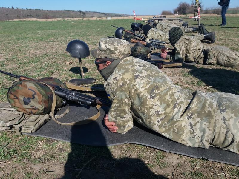 Пограничные и полицейские спецназовцы обретают навыки снайперской стрельбы
