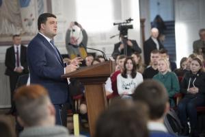 Гройсман заявил, что осенью в правительство придет тысяча молодых людей, новых агентов перемен