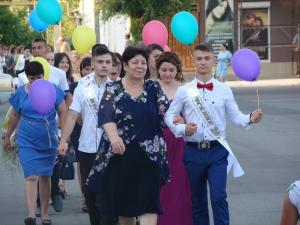 В Рени прошёл парад выпускников городских школ