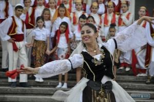 В селе Каракурт прошел флешмоб с албанскими танцами