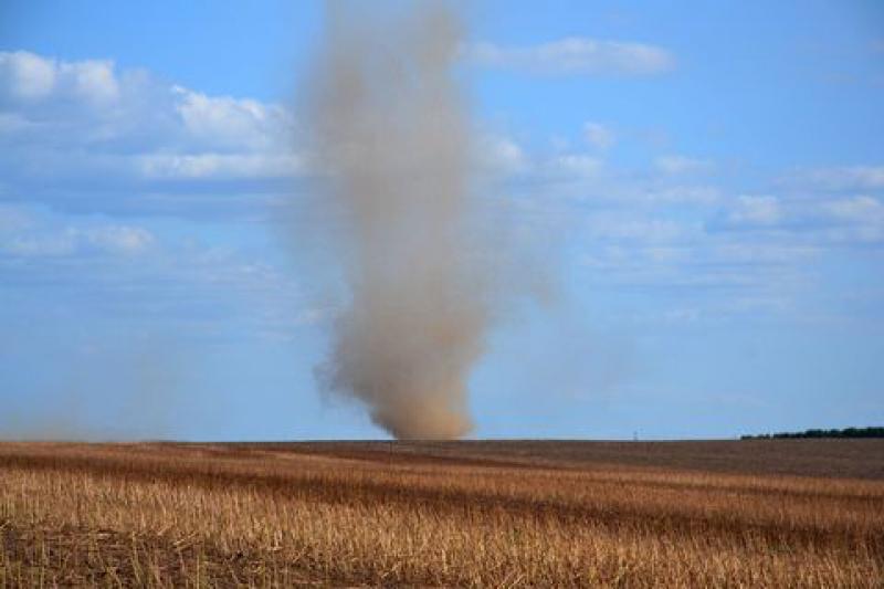 Пыльный вихрь промчался полями Измаильщины