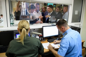 На территории Одесского порта открылся первый в стране хаб для «растаможки» подержанных машин