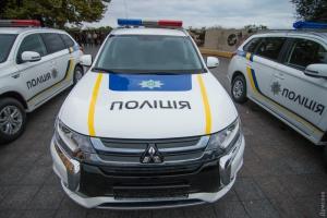 Подарок одесским «бэтменам»: полицейским вручили 86 новых легковушек и три комфортабельных автозака