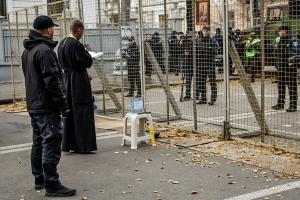 В Киеве под Радой полиция отбила часть территории у протестующих