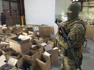 В Одесской области сотрудники Госпогранслужбы и ГФС обнаружили 3 тысячи литров водочных изделий