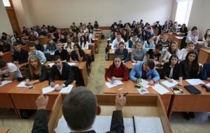 Кабмин повысил стипендии студентам