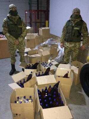 В Одесской области пограничники обнаружили около 3 тысяч литров водочных изделий