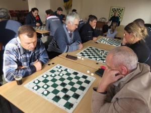 Коммунальщики сыграли в шашки