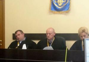 Судья спит, суд идёт...