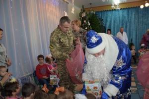 Пограничники поздравили с Днём святого Николая малышей специализированного дома ребёнка и собрали подарки для детей детских домов Донбасса