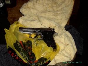 Хлеб с начинкой из пистолета
