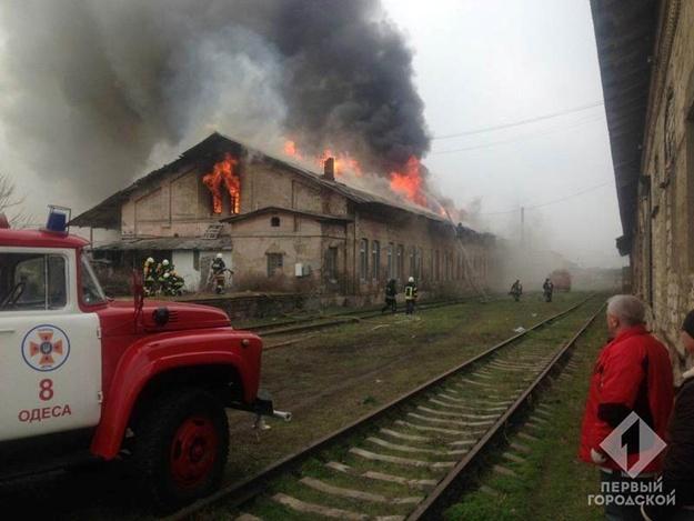 Масштабный пожар в Одессе: горят склады Укрзализныци