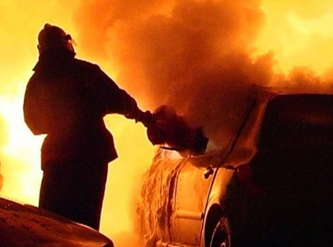 Пятеро пожарных тушили загоревшуюся «восьмёрку» в Рени