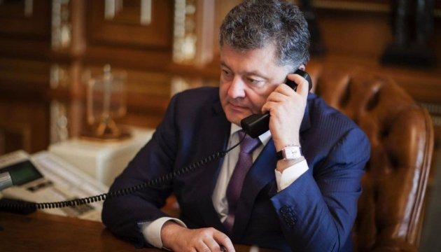 Порошенко обсудил с Путиным вопрос обмена пленными