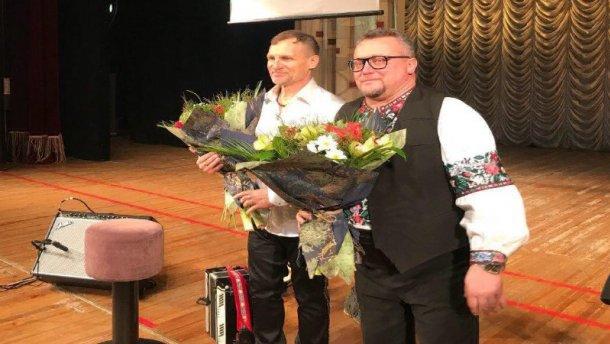 Олег Скрипка дал благотворительный концерт и собрал 300 тысяч на строительство церкви в Волновахе