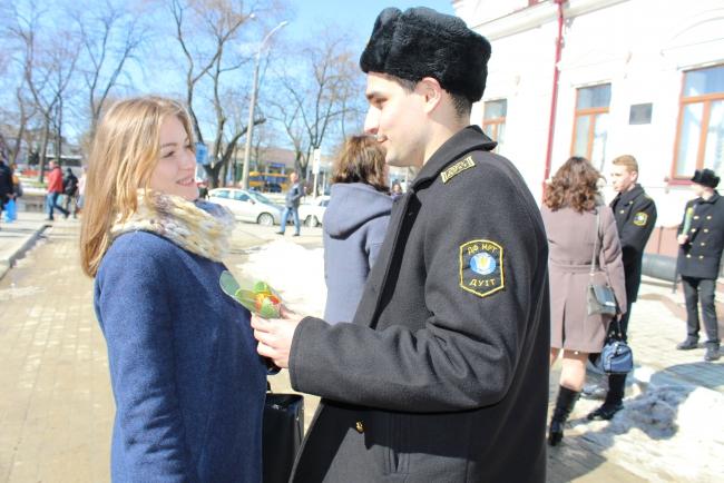 Офицеры дарят улыбки женщинам Измаильщины