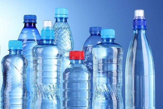 Медики указали на опасность воды из бутылок