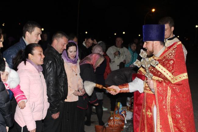Пасхальная ночь в Измаиле: Благодатный огонь и освящение снеди