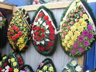 Искусственные цветы для кладбища могут вызывать рак