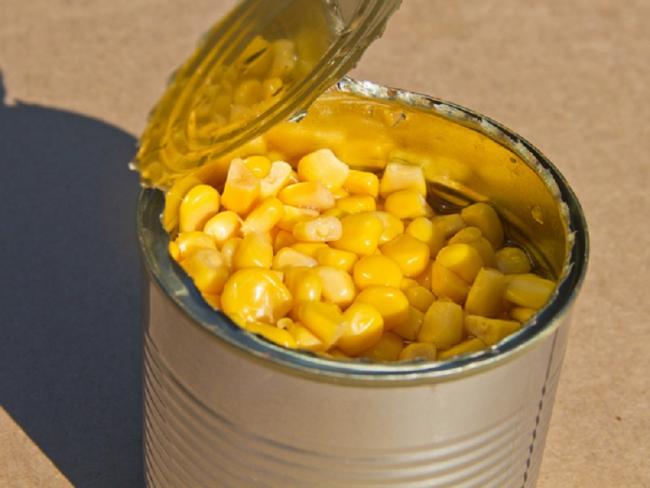 Медики предупредили об опасности консервации и жестяных банок
