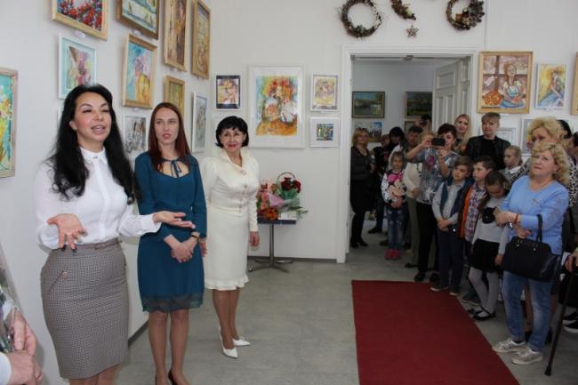 Анастасия Попова с весною в сердце и на полотнах
