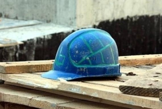 В торговом центре Одессы на строителя обрушилась каменная стена