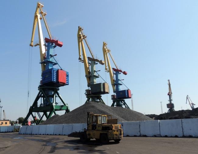 Измаильские портовики начали год с перевыполнения плановых заданий