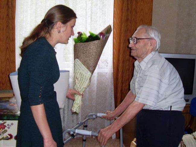 Наш почёт - ветерану Второй мировой войны, почётному профессору ИГГУ А. А. Зарудняку