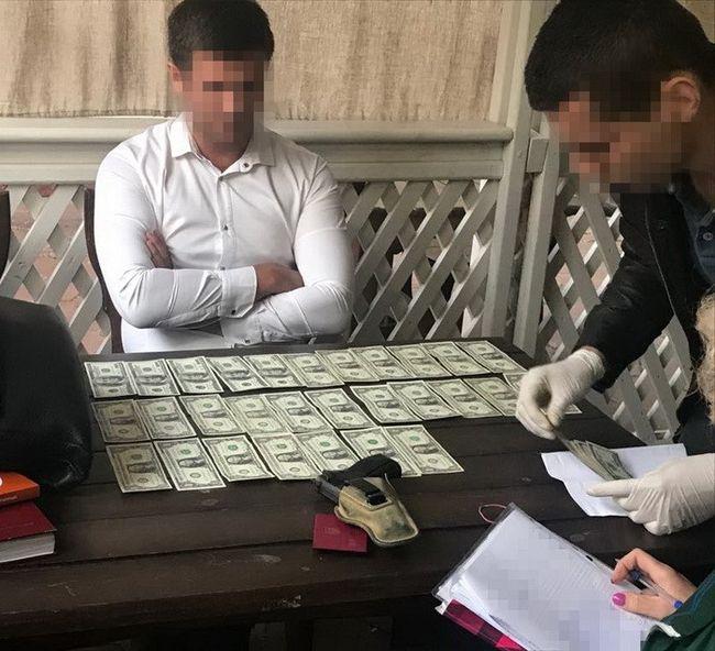 СБУ разоблачила на взятке одесского следователя полиции