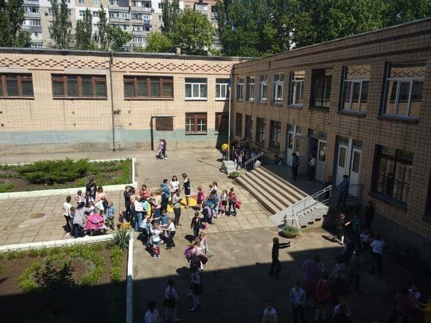 В Николаевской школе распылили неизвестное вещество: госпитализированы 32 ребёнка