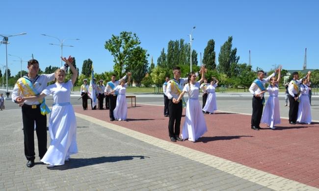 Прощальный вальс и белые голуби: в Измаильском военно-морском лицее чествовали выпускников