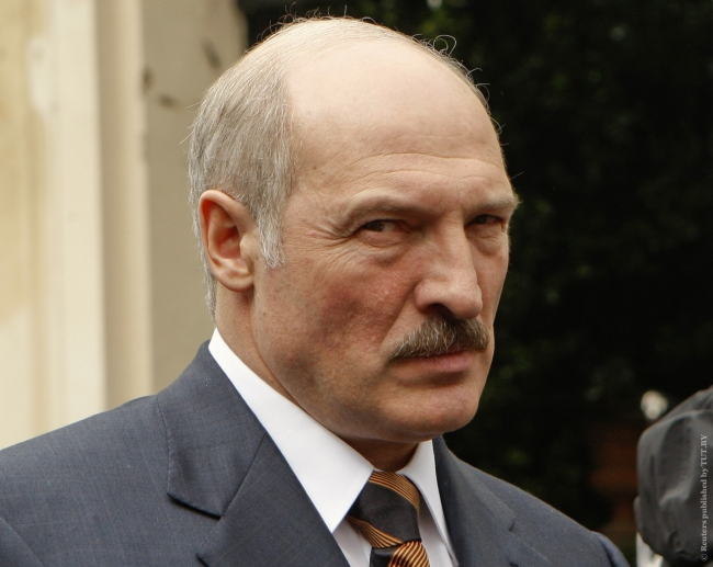 """Лукашенко обвинил Россию в попытках """"приватизировать"""" победу во Второй мировой"""