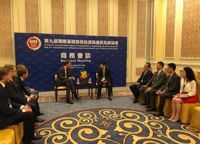 Китай может стать ключевым концессионным партнером в развитии инфраструктуры Украины, - Владимир Омелян